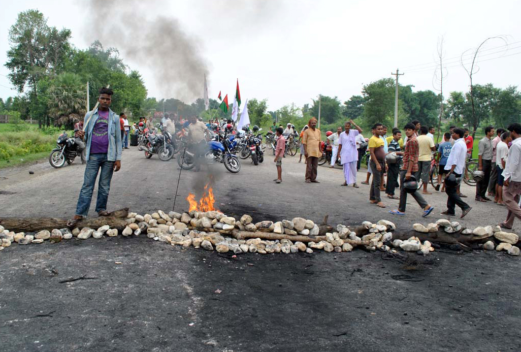 banda-nepal srtike road block fire